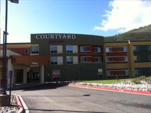 Courtyard Glenwood 2